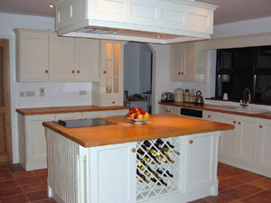 Solid Cream Painted Oak Grain Effect Fitted Kitchen