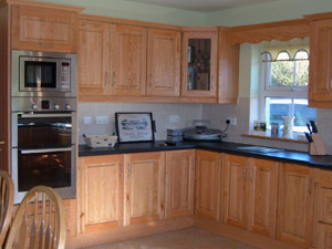Solid Red Oak Fitted Kitchen